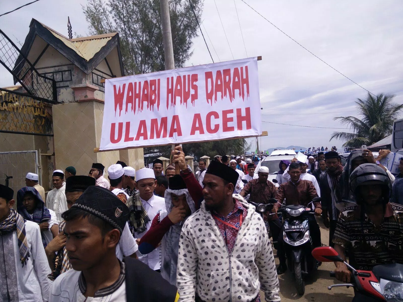 The Anti-Salafi Campaign In Aceh